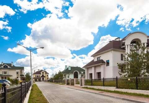 Крона (Krona Village)